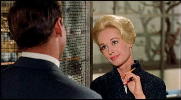 "pet shop in ""the birds"" rod taylor and tippi hedren 851x471"