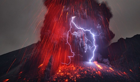 volcano and lightning  870x512