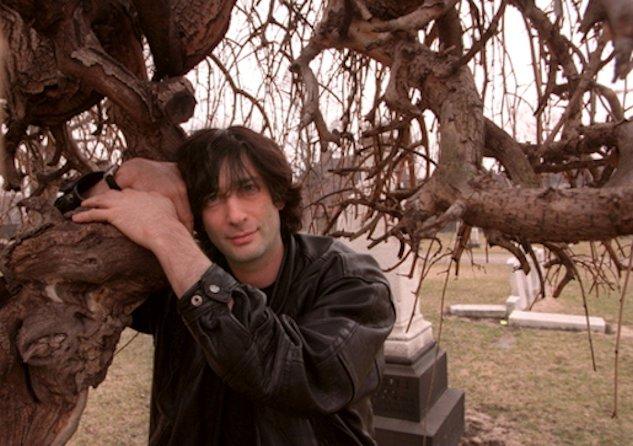 neil gaiman tree hugging  633x446