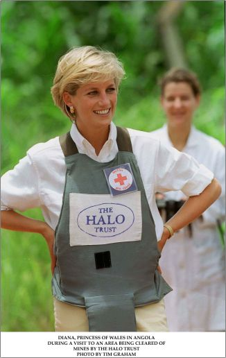 Diana in Angola Landmine Halo Trust Photo by Tim Graham  1962x3109