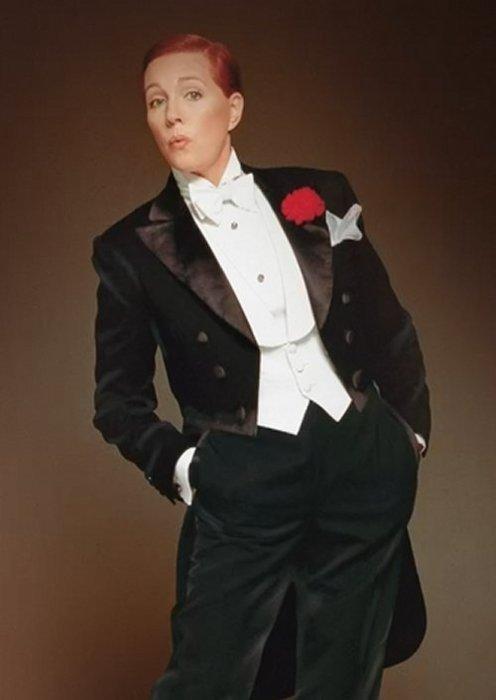 Julie-Andrews as victor in tux