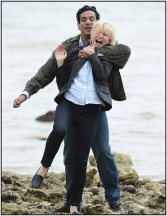 Naomi Watts and Naveen Andrews as doctor  642x832