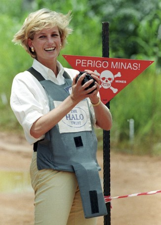 Princess Diana working on Landmine Project  950x1333