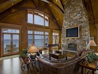 Living Room Ope Wide with Windows