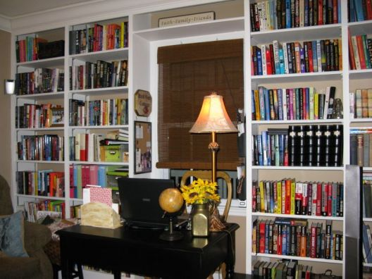 Carter McLeod's Study with Her Laptop Black Desk Library  800x600