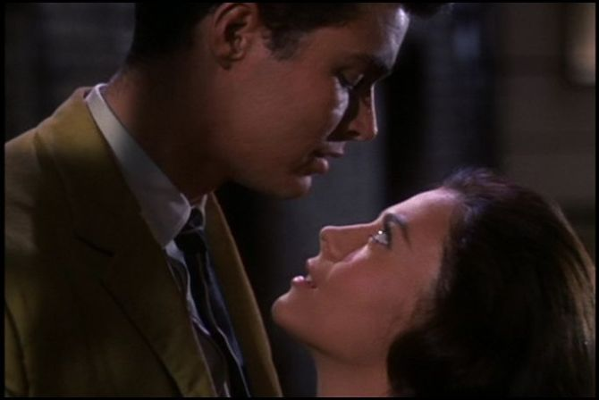 west side story maria in tony's arms looking up at him 1