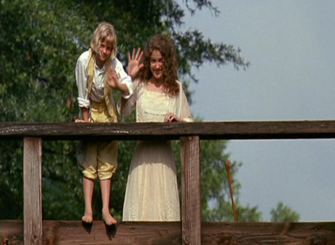 fried_green_tomatoes waving to buddy on train tracks b4 they know train is coming