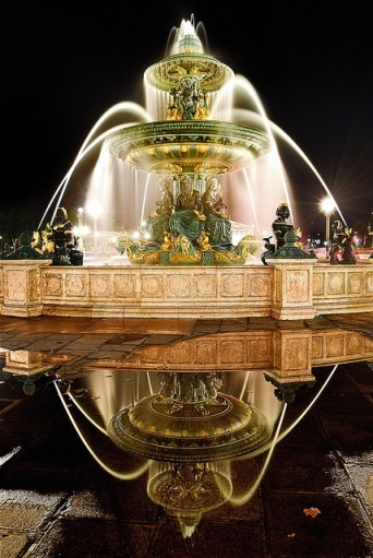 paris Fontaine des mers reflection Place de la Concorde