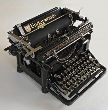 underwood old fashion typewriter