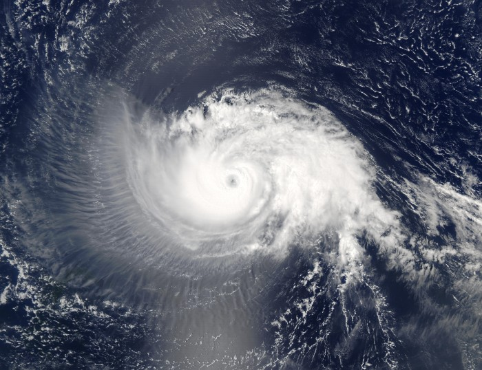 clouds 18 Hurricane_Isabel_10_sept_2003_1640Z