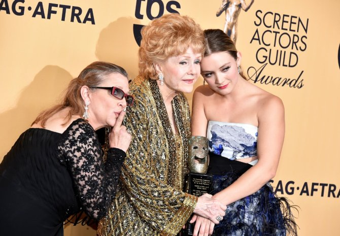 carrie-fisher-at-sag-awards-with-mom-daughter-billie-lourd
