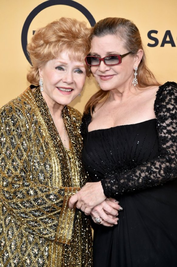 carrie-fisher-with-debbie-mom-atn-sag-awards